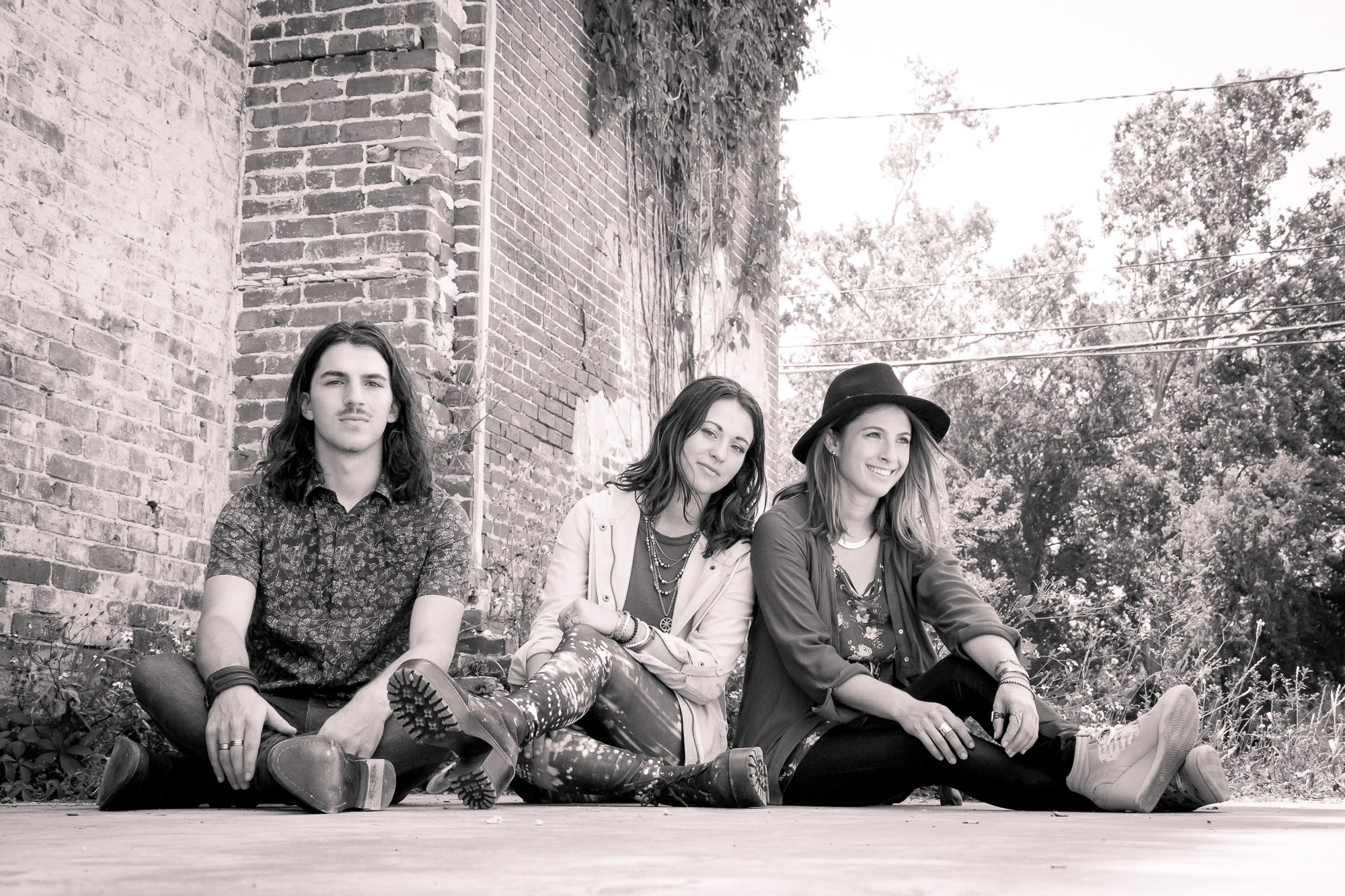 SIBLING TRIO SCARLET FADE RELEASES NEW SINGLE